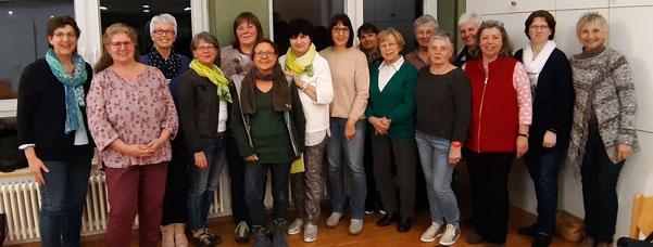 """Gruppenbild von Teilnehmerinnen am Vortrag """"Auf den Spuren unseres Plastikmülls""""."""