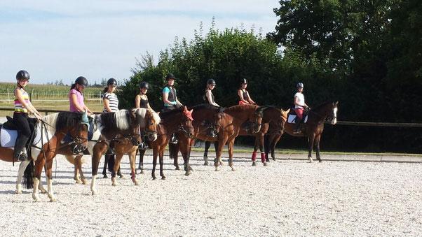 Unsere Schulkinder und-pferde beim Turniervorbereitungskurs.