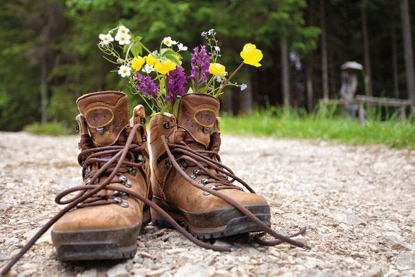 Pflege der Fußnägel, Hornhautentfernung, Fußbäder, Fußmassage in Zwiefalten Gabriele Heideker medizinische Fußpflege, Schwäbische Alb, Wandern, Wanderstiefel