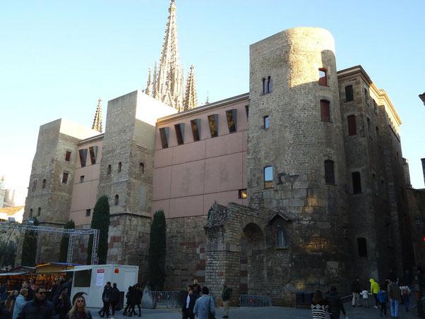 Достопримечательности Барселоны. Почтовый ящик дома Архидьякона