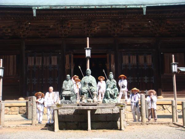 上醍醐寺で聖宝理源大師像と役行者