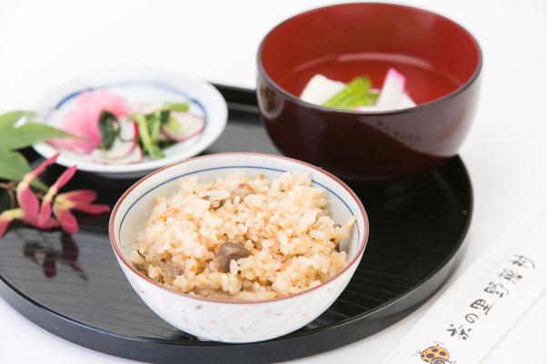 茶の里野菜村 岐阜県東白川村の手作り料理のお店 味ごはん・朴歯寿司