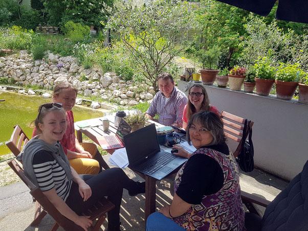 Der Kopf rauchte - einige schwäbische Kandidatinnen und Kandidaten arbeiten am Entwurf bei uns in Binswangen