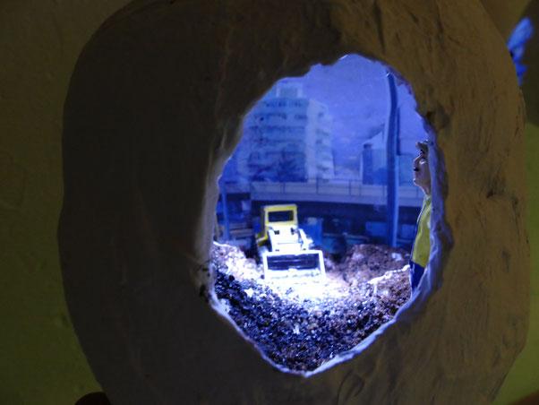 """Hängeobjekt Lichtschachtel """"Kaiserlei"""", 2018, Durchmesser ca 25 cm"""