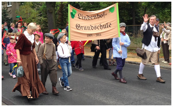 Die Lindenhof-Grundschule beim Festumzug - 750 Jahre Stahnsdorf