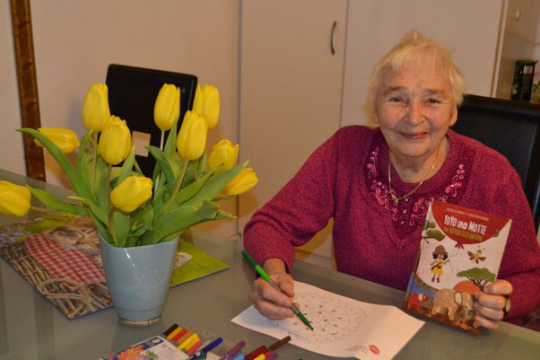 Puzzeln, Malen, Basteln, Geschichten…Oma Wilma ist begeistert von YoYo und Motte.
