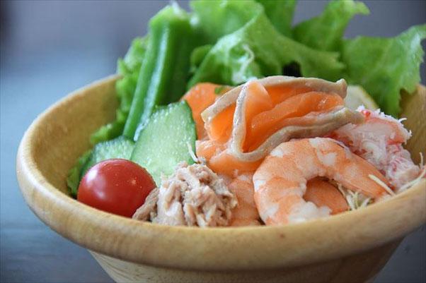 うまや 海鮮サラダ