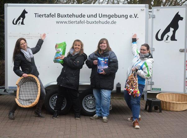 Das Team der Tiertafel Buxtehude und Umgebung e.V.