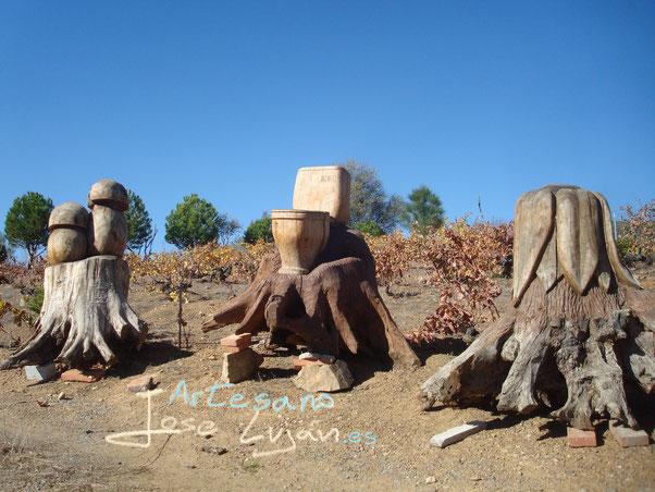 Troncos y raíces tallados por Jose Luján