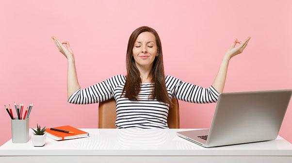 Prueba nuestros 3 trucos para hacer ejercicio mientras trabajas