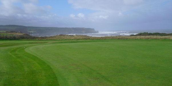 Golfplatz an der schottischen Küste