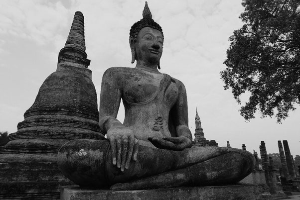 L'un des nombreux bouddhas de Sukhothai