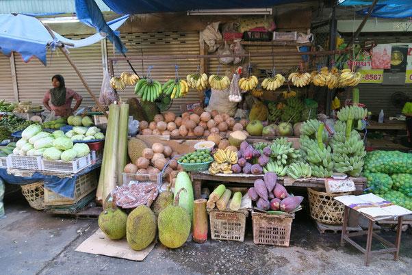 Sur le marché de Mae Sot