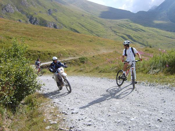 l'intenzione  è quella di percorrere il tracciato del Tour dell'Assietta, manifestazione che avverrà il 5 Agosto prossimo, per comodità non partiremo da Sestriere come da organizzazione gara, ma da Pourreries,