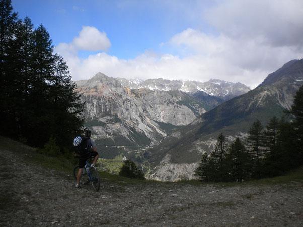 dopo mille tornanti con sguardo su Oulx si arriva al Colomion ed il panorama si apre su Bardonecchia.