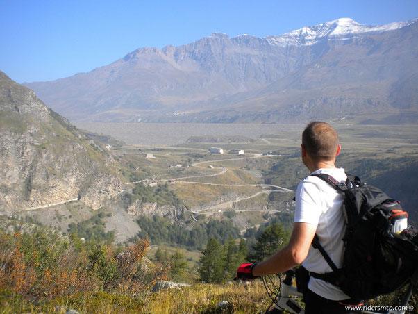 .........ma il più suggestivo è quello che rimane dietro quella diga.... il grande bacino del Mont Cenis