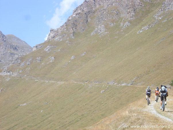 sopra i 2000 metri  la vegetazione sparisce