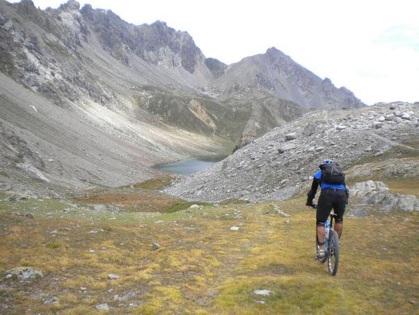 i laghetti alpini spuntano come funghetti...questo è il terzo......