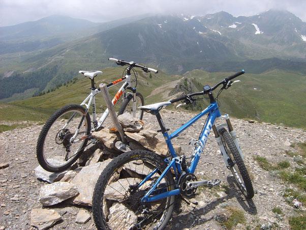 finalmente in cima ....da qui il panorama è splendino....poco più sotto vi è la cima del Becca France