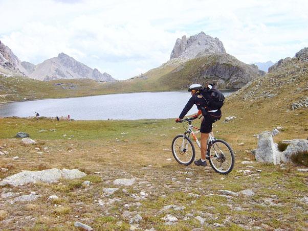 Ai laghi di Rouberent siamo sorpresi di vedere molte famigliole, e loro sono sorprese di vedere noi  in bici
