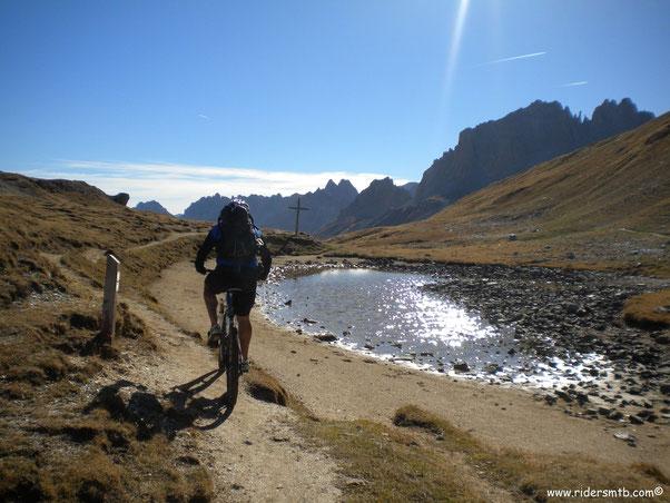Ecco il colle  di Valle Stretta... la giornata è splendida esattamente come la Valle omonima
