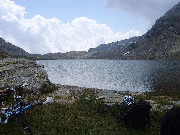dopo un sano portage di 150 metri di disl.  giungiamo al lac De Savin