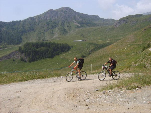Nicola, felice,  conquista con gioia l'ambiente montano...