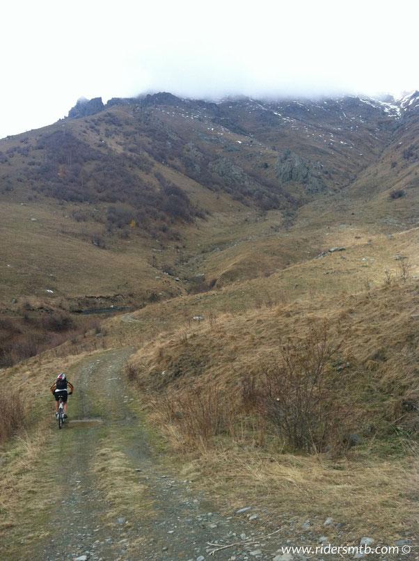 in breve  tempo raggiungiamo l'Alpe Ghet che in realtà è situata poco più in basso rispetto l'altezza massima raggiunta