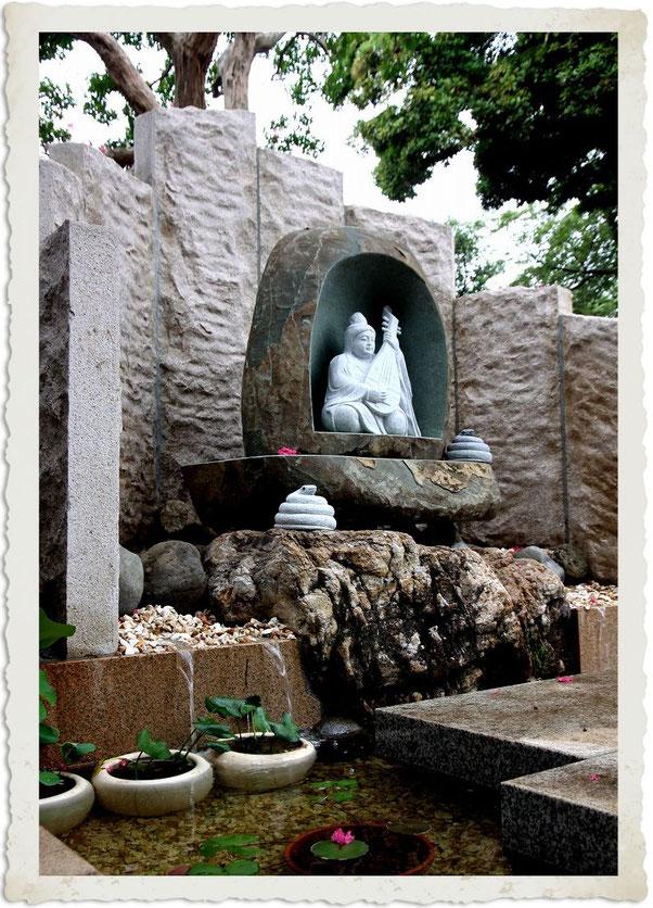 円泉寺の銭洗い弁天