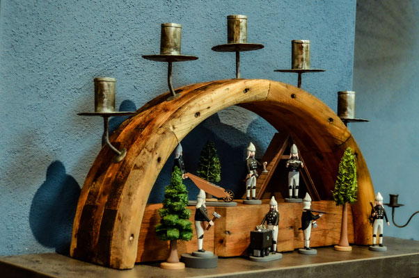 Transmissionschwibbogen, Schwibbogen, Kerzen, modern, traditionell,  Erzgebirge, Volkskunst, uriger Lichterbogen, handgearbeitete Kerzenhalter, Blechkerzenhalter
