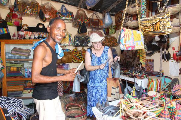 Beim Einkauf im Centre Artisanal in Lomé