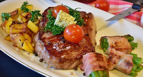 Steak und Bratkartoffel