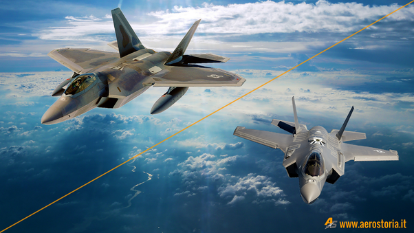 F-22 Raptor e F-35 Lightning II (elaborazione aerostoria.it)