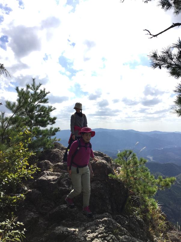 鳳来寺山 奥の院 岩の突端からの眺めは最高