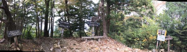 鳳来寺山 山頂は眺望はありません