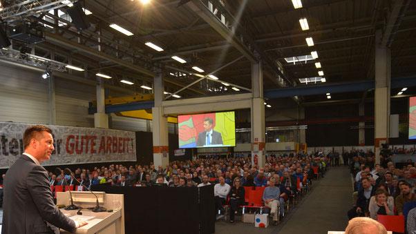 Komponentenvorstand Thomas Schmall würdigte auf der Betriebsversammlung die Leistung der Braunschweiger Mitarbeiterinnen und Mitarbeiter.