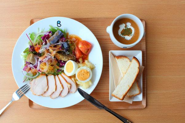 cafe blue sofa : サラダ