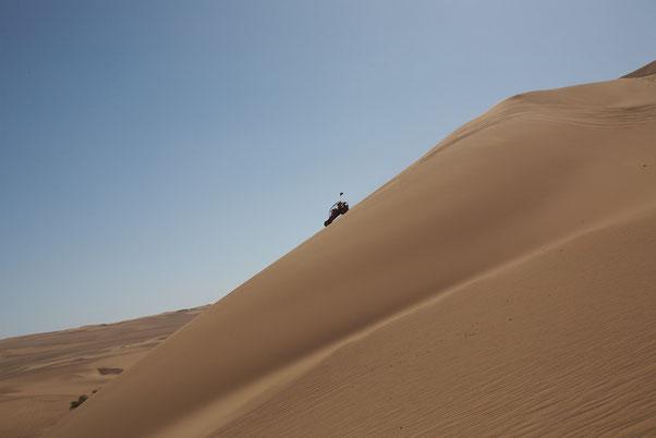 Unzählige Aktivitäten lassen sich in Ica ausüben, Sandboarden, Buggy Fahren, Paragliden, Biken