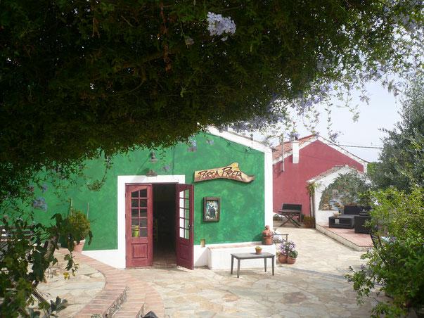 Porca Preta,Pontalinha eine kleine romantische Bar in der Serra de Monchique im Hinterland der Algarve,Süd Portugal
