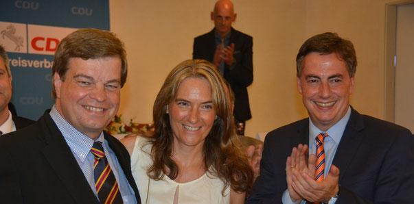 Enak Ferlemann und Ehefrau Elke freuen sich gemeinsam mit David McAllister über das gute Wahlergebnis (Foto Stader TB v. 25.8.16)