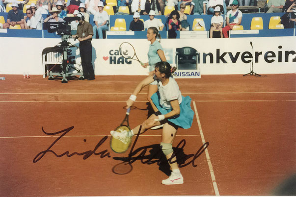 Linda Wild, USA, won 12 WTA Titles in the Nineties, picture taken during Tennis Tournament in Luzern  1993 playing together with Helena Sukova, Autograph by Mail