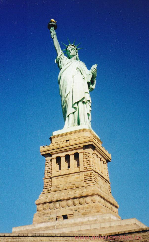 Die besten Sehenswürdigkeiten und Reisetipps für New York City. Freiheitsstatue auf Liberty Island.