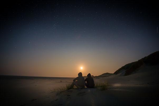 Paar in friedlicher Stimmung wie nach einer Paartherapie