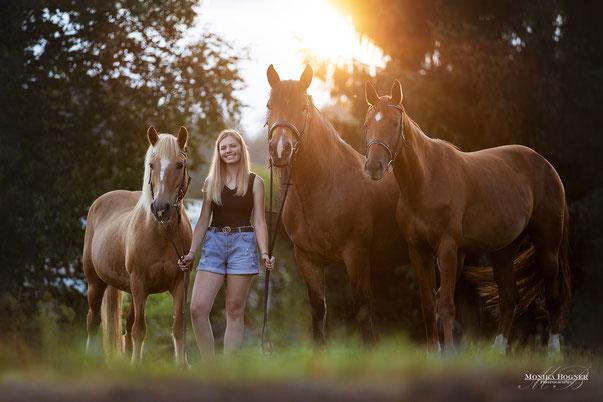 Pferde und Mensch Shooting mit drei Pferden