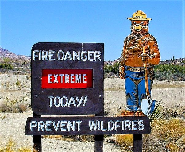 """Der """"Smokey Bear"""" zeigt die aktuelle Brandgefahr an."""