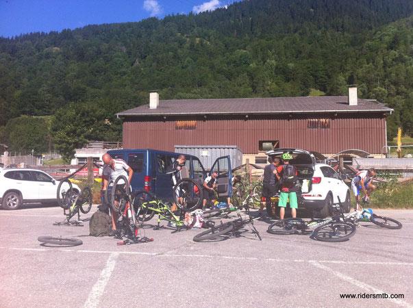 siamo a Fiesch, la gita ha attirato un bel gruppetto di bikers
