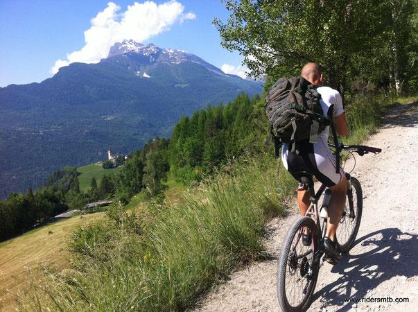 eccoci nuovamente in Valle D'Aosta ....questa zona, già visitata ad Ottobre (vedi: SAINT NICOLAS - LAGO FALLERE), ci ha lasciati estasiati.....la ripercorriamo ma con percorso diverso