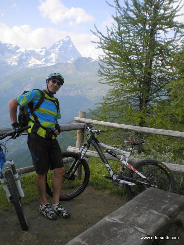 al Colletto di Chenile terminano le fatiche della salita, 2530 metri di ascesa!!! il Cervino si toglie il berretto e pure le mutande!!