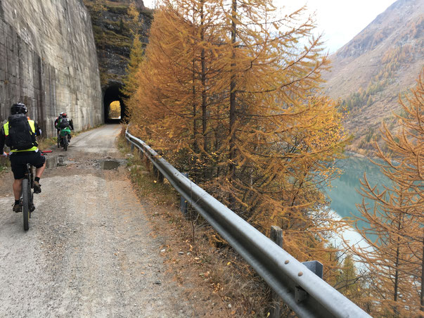 costeggiamo la diga di Beaugerard
