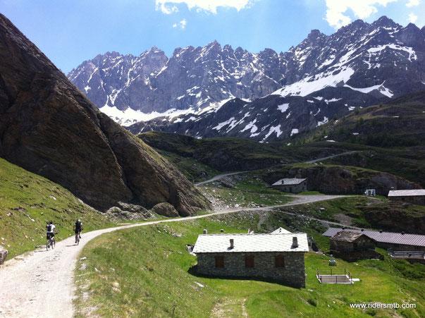 tralasciamo momentaneamente l'alpe DE BAL per affrontare gli ultimi 250 metri di Ascesa al fine di  raggiungere l'alpeggio Thoules